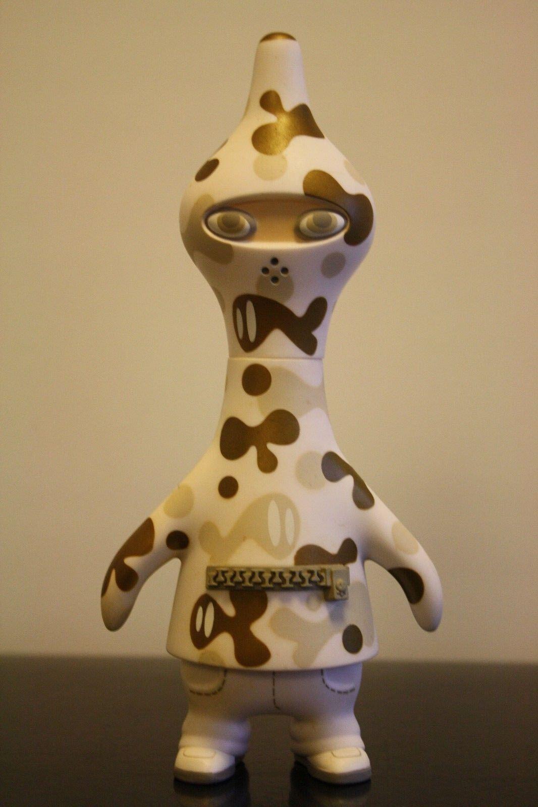 PETE FOWLER Playbeast Designer Toy CAMGUIN 7  WHITE year 2003