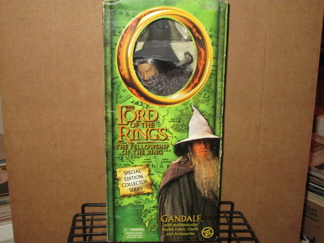 2001 LORD RINGS FELLOWSHIP RING 12  GANDALF FABRIC OUTFIT ACTION FIGURE & BOX
