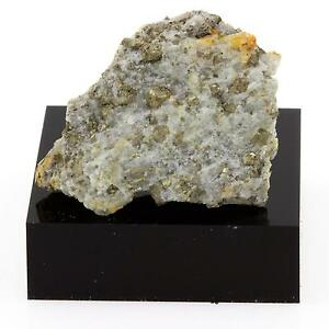 Hercynite-43-9-cts-Grenville-Quebec-Canada
