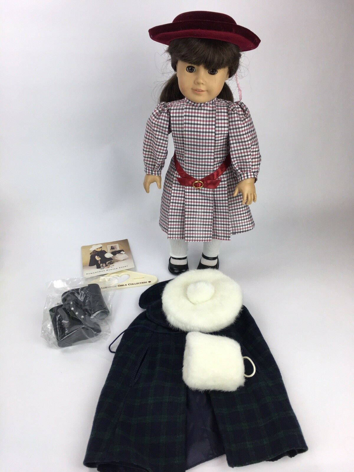 American Girl Doll Pleasant Co. Samantha with Meet Kleid and Winter Story Set