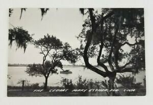 Postcard-Real-Photo-The-Cedars-Mary-Esther-Florida-Boat-Gulf-of-Mexico-1951