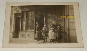 Ancienne-CP-PHOTO-Commerce-BLANCHISSERIE-Personnel-Famille-devant-l-039-entee
