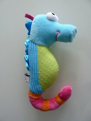 913- Doudou Hochet Scratch Hippocampe Bleu Rose Vert Grelot 22cms - Ttbe