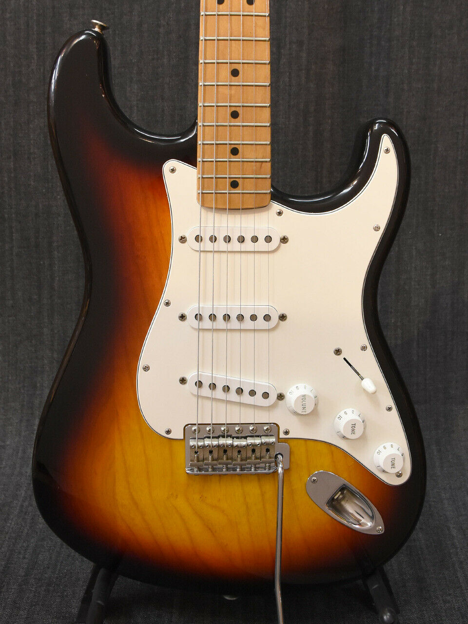 Fender Classic 70s Stratocaster JAPAN beautiful rare EMS F S