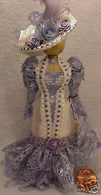Dollhaus Miniature Dressform In Blau & Weiß With Hat