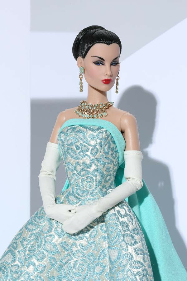 Turquoise Sparkler Evelyn Weaverdeon Doll The - EAST 59th (73012)