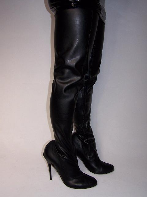 BLACK  IMITATION  LEATHER HIGHS Stiefel PRODUCER-  SIZE 5-16 HEELS-5,5