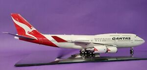 InFlight200 Boeing 747-400 Qantas VH-OEJ (with stand and collectors coin)