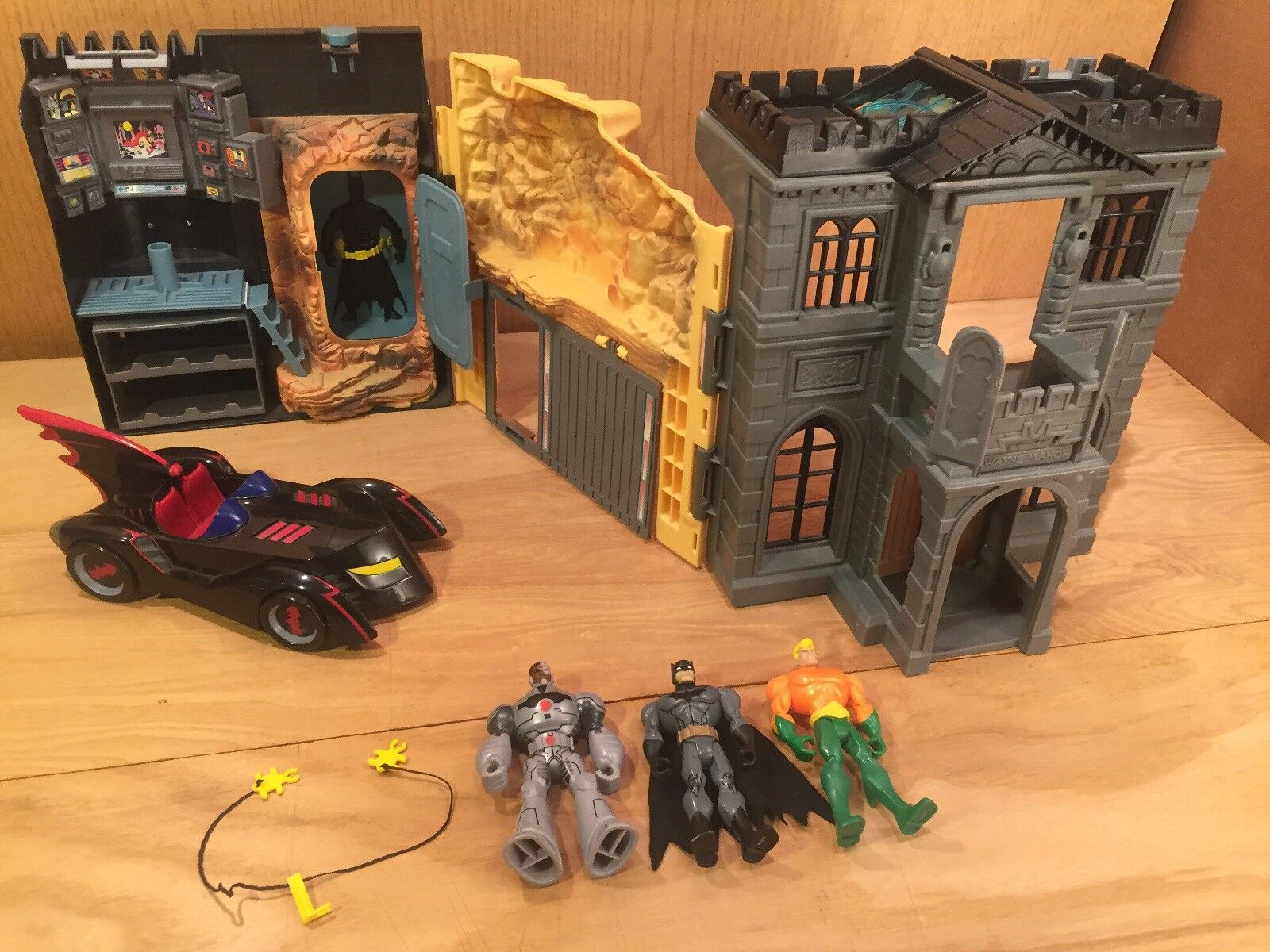 Vtg KENNER Batman Batcave Command Center Wayne Manor PLAYSET Zipline & 3 Figures