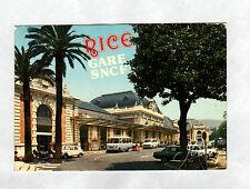 NICE (06) MERCEDES MINI-BUS , PEUGEOT 204 & VOLKSWAGEN COMBI à la GARE SNCF