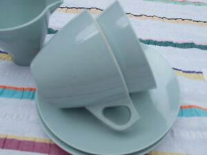 VINTAGE-SOFT-GREEN-USA-MELAMINE-CUPS-AND-SAUCERS-AND-MILK-JUG