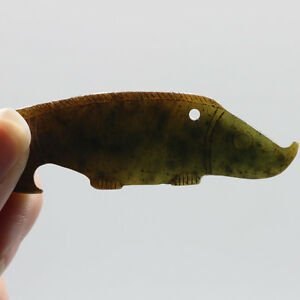 Chinese Oriental culture hand carved green jade jasper fish amulet pendant D19