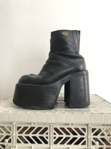 Buffalo London Vintage 90s Y2K Black Leather Platf