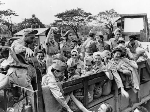 WWII photo American nurses released from Japanese captivity in Manila//47k