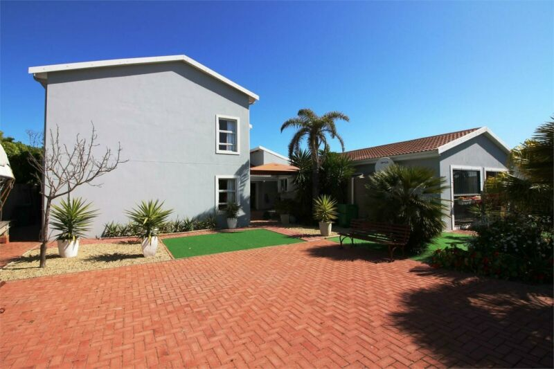6 Bedroom house in Middedorp For Sale