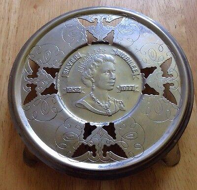 1952 1977 QUEEN ELIZABETH II SILVER JUBILEE METAL BUTTERFLY DESIGN TRIVET