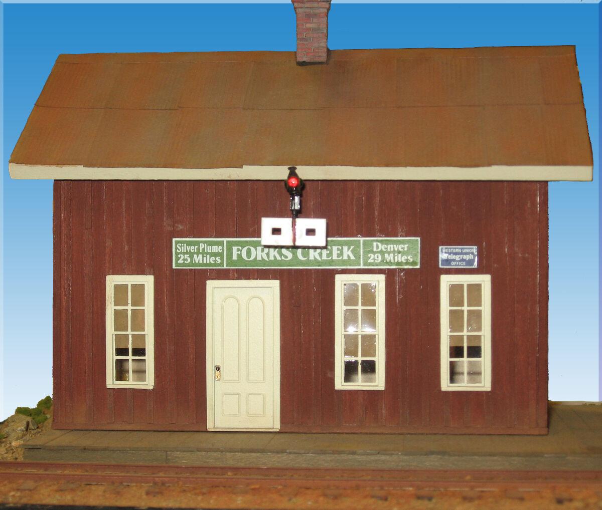C&S FORKS CREEK DEPOT O On3 On30 Railroad Craftsman Painted Wood Kit CM71141