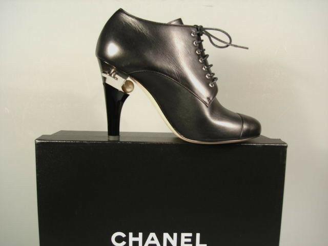 CHANEL RUNWAY BLACK LEATHER LACE UP LUCITE PEARL HEEL ANKLE BOOTS BOOTIE 36 NEW