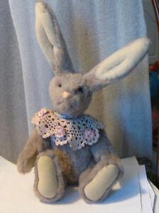 Artist-made-Vintage-Rabbit-gray-10-034-Alpaca-fur-crochet-collar-jointed-Pristine