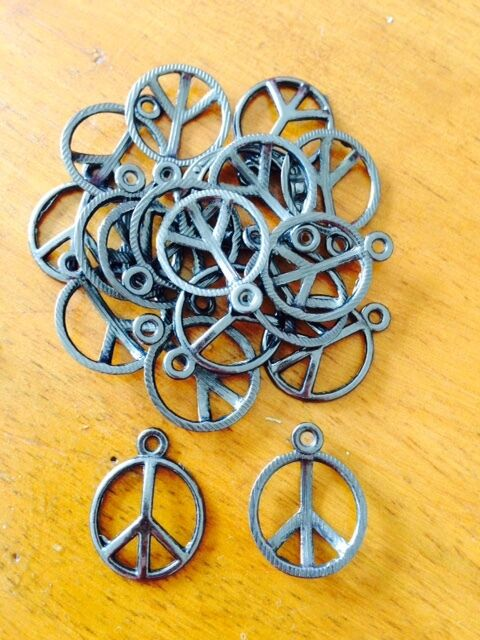 Gunmetal peace symbols x 15