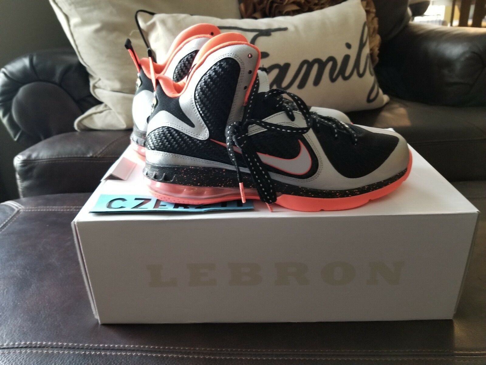 Nike LeBron 9 IX Mango  Basketball shoes Sz. 9 orange Black Silver South Beach