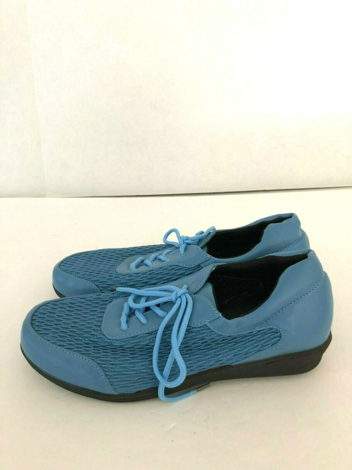 Beacon Women's Size 6.5 Stretch N Form Shoes Blue Lace-Up Comfort