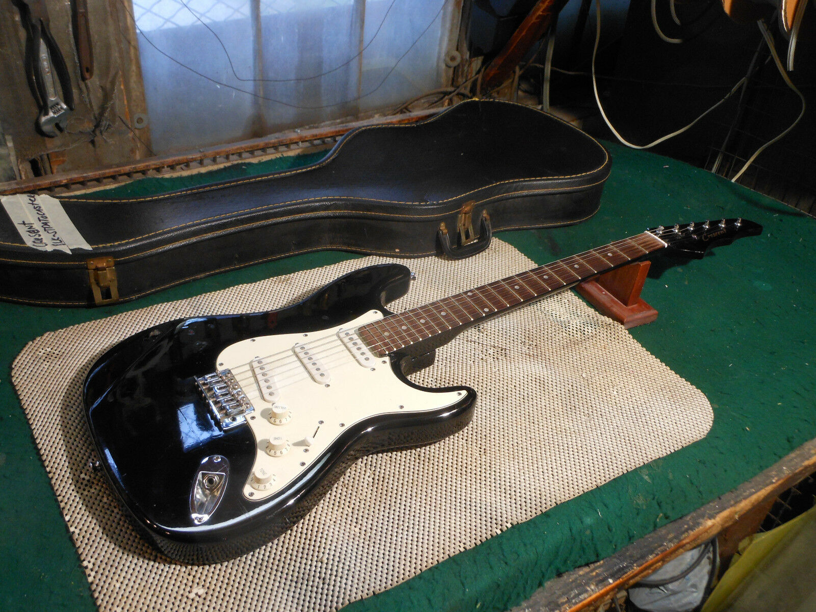Vintage 1980's Cresscent electric guitar Made In Korea Very Nice    Case...