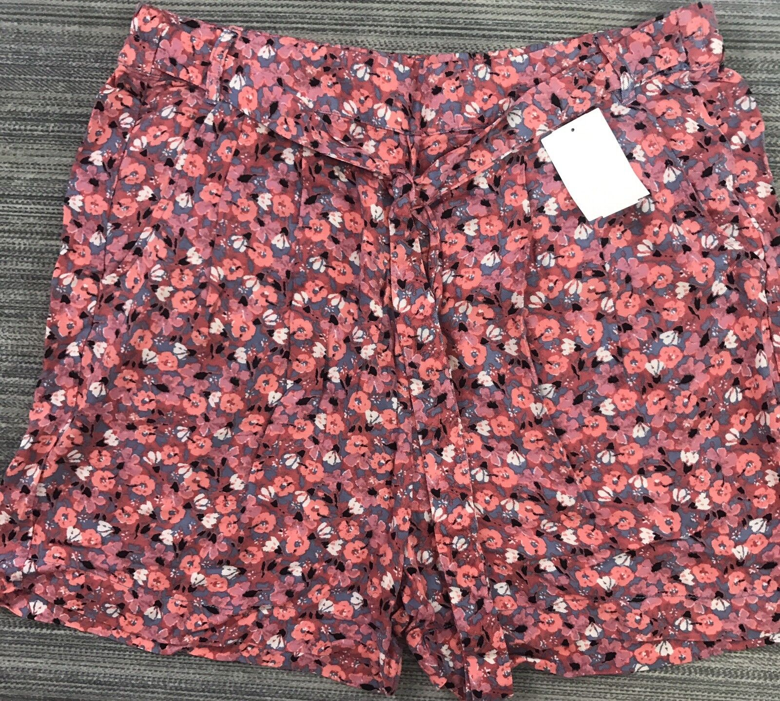 FREE PEOPLE ELASTIC WAIST FLORAL SHORTS SIZE M