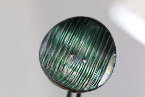 Hermosa-gravierter-oscuro-verde-madreperla-boton-probablemente-para-1980-90
