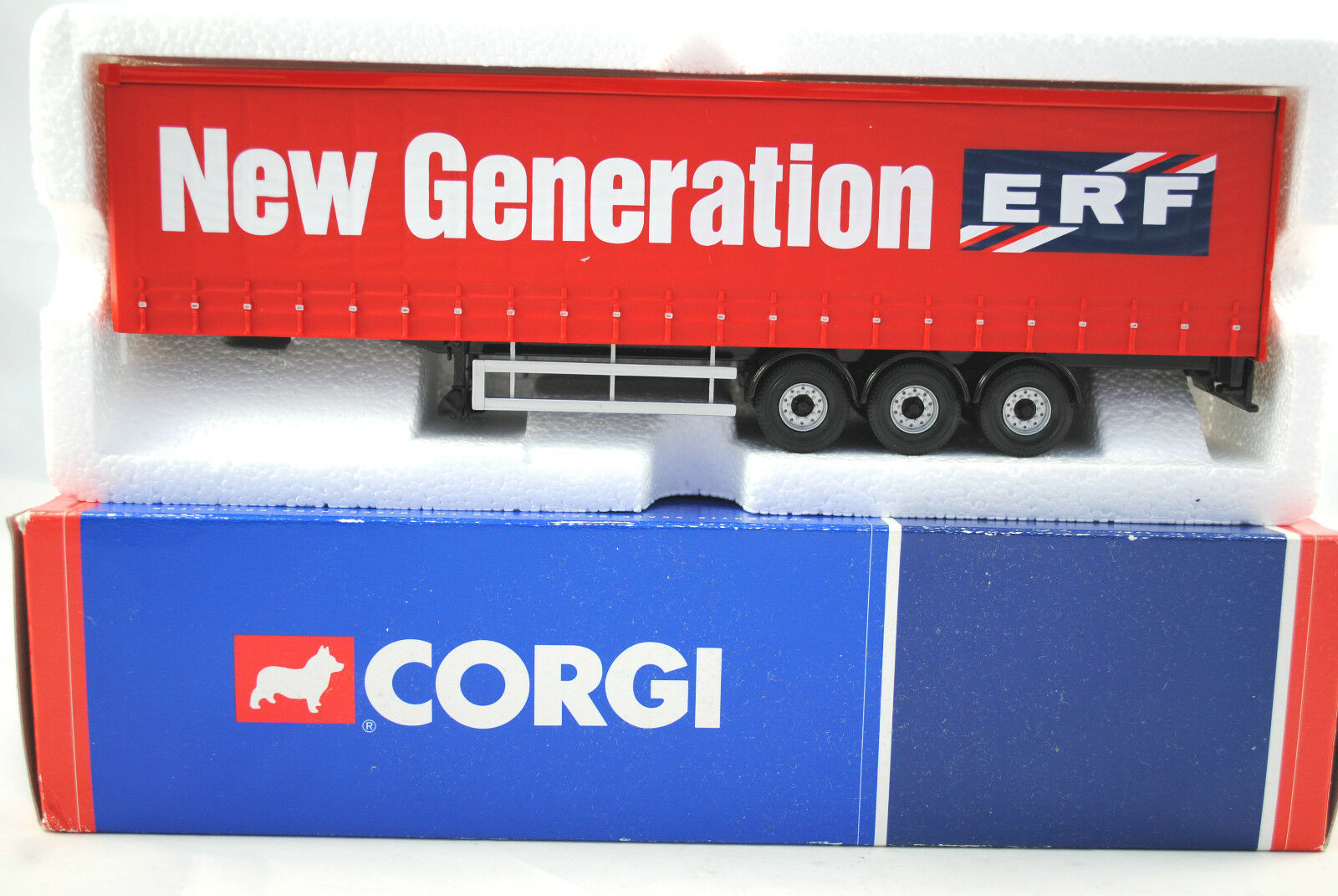 Corgi 1 50 Detailed 3-Axle CURTAIN Trailer in NEW GENERATION ERF Logo 260mm Long