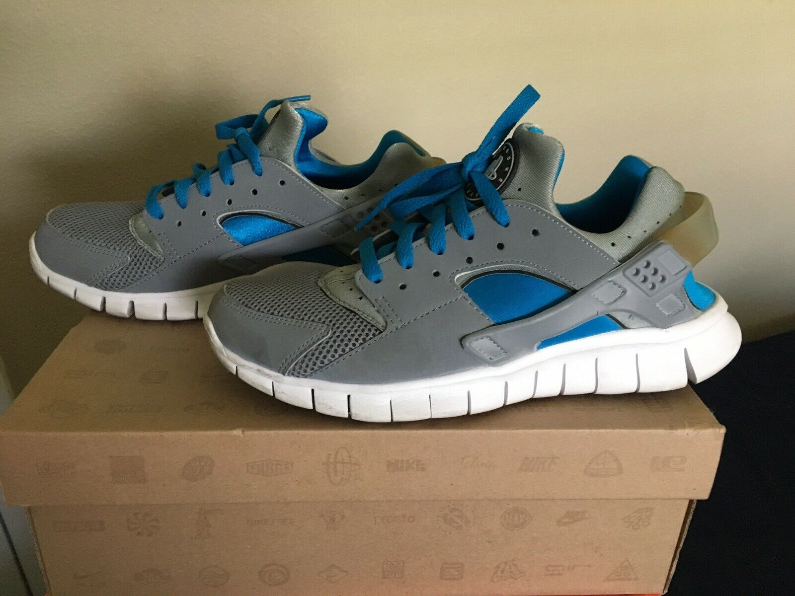 Pre Owned Nike Huarache Free 2012 Stealth Stealth-White 487654-014 Size 8