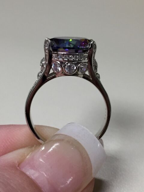 Gorgeous 925 Sterling Silver 10.5 Carat Rainbow Topaz ring size 8