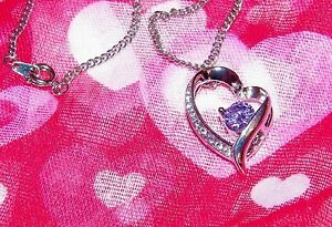 EXQUISITE-CRYSTAL-AND-SILVER-PLATED-HEART-PENDANT-With-18-Inch-Chain