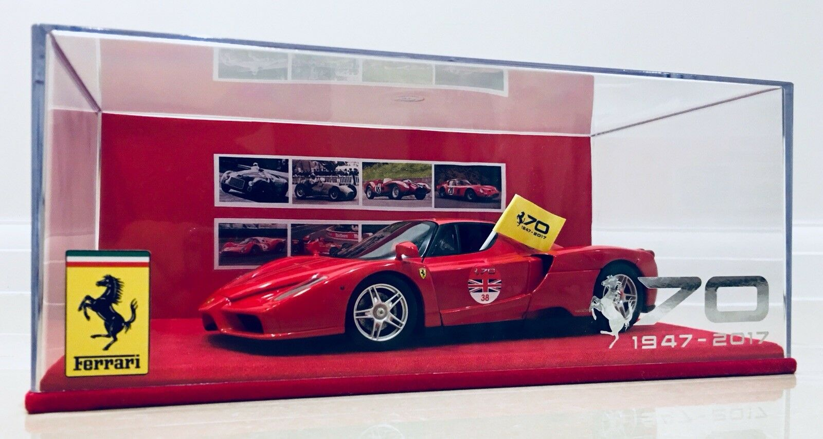1:18 Ferrari Enzo Hotwheels Elite 38 World Tour 70th Anniversary Special Ed