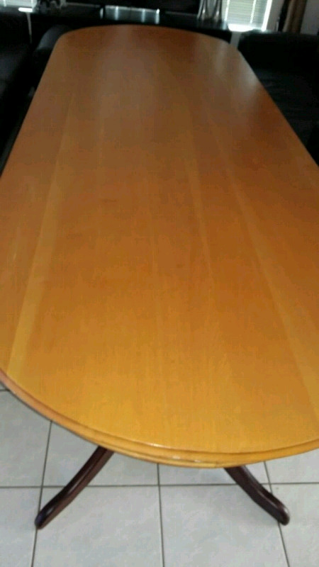 Eight seater Yellow and Imbuia Wood Dinning Room Table For Sale. Price