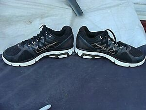 FLYWIRE BLACK /GRAY RUNNING SHOES