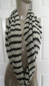 NWT-American-Eagle-Outfitters-Black-amp-White-Sweater-Knit-Infinity-Scarf-AEO-New