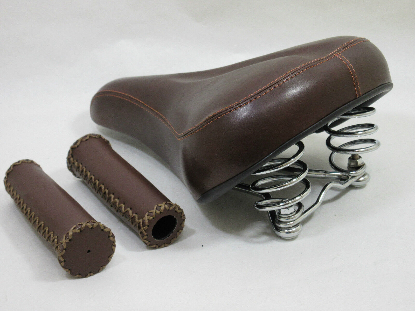 Vintage   Retro Stil Stil Stil Braun Sattel mit Passenden Genäht Lenkergriffe dee721