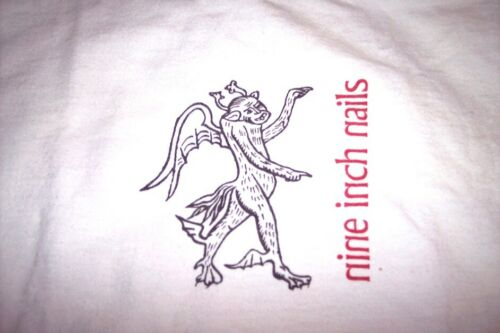 RARE   NiNE iNCH NAiLS - ViNTAGE T-SHiRT USED