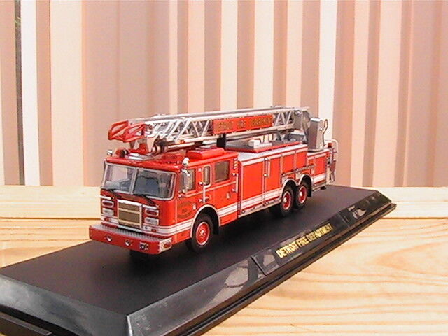 CODE 3 DETROIT FIRE DEPARTMENT REAR MOUNT LADDER 1 échelle 1 64 ème NEUF