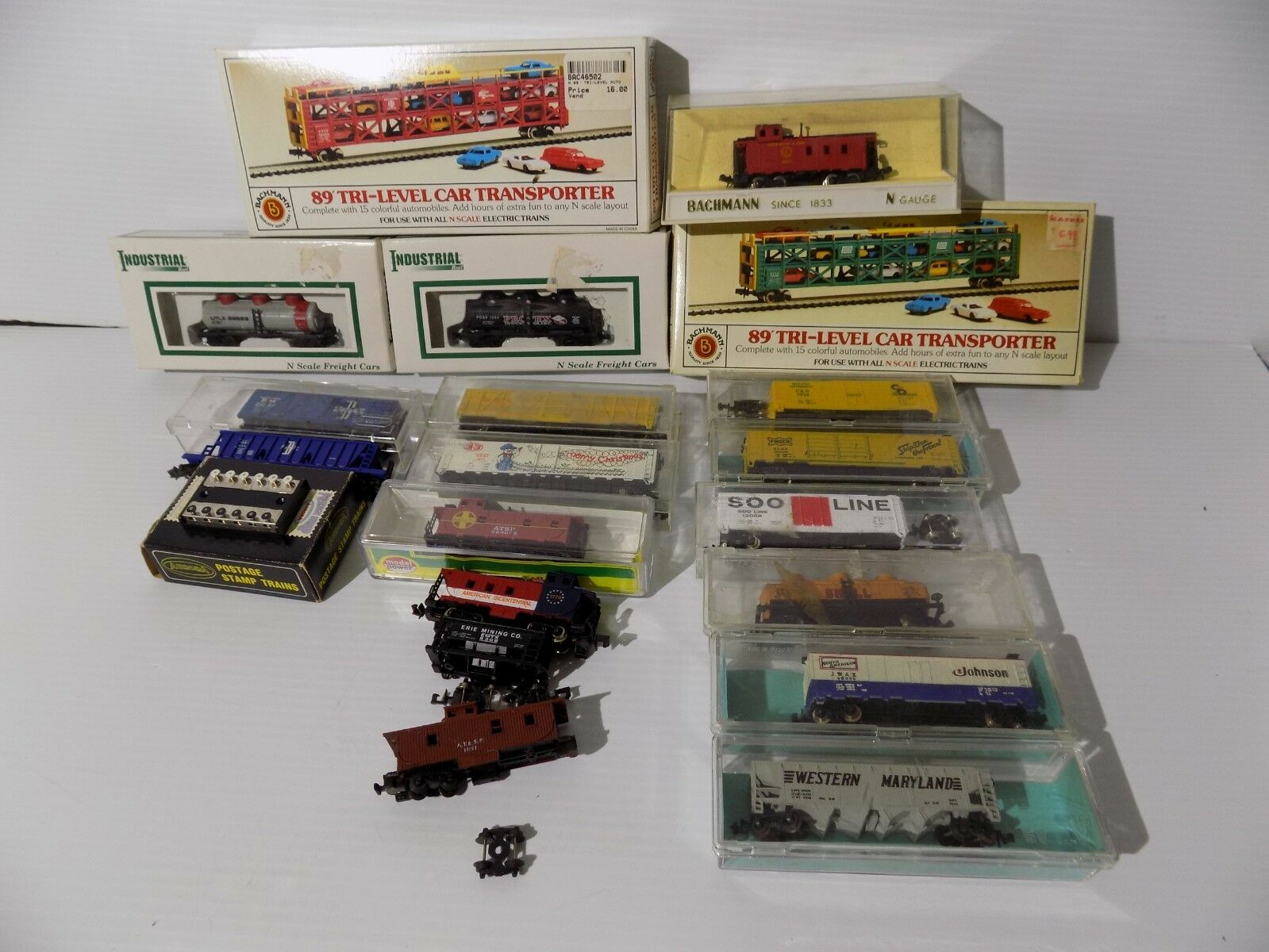 19 N Scale Freight Cars,