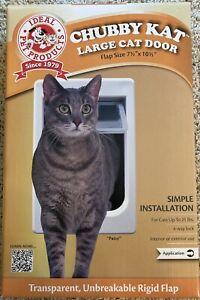 Chubby kat door