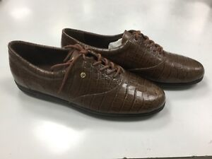 8156e885c7 NIB Women s Easy Spirit Motion Oxford Tennis Shoes Narrow Sizes 2AA ...