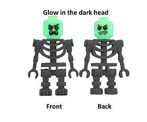 Lego-2x-graues-Skelett-Vampir-Kopf-nachtleuchtend-glow-in-the-dark-Minifigur-Neu