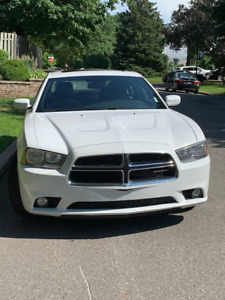 2011 Dodge Charger - low mileage - 6000$