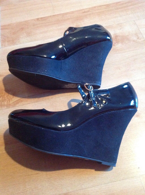 Moda jest prosta i niedroga black wedge patent shoes