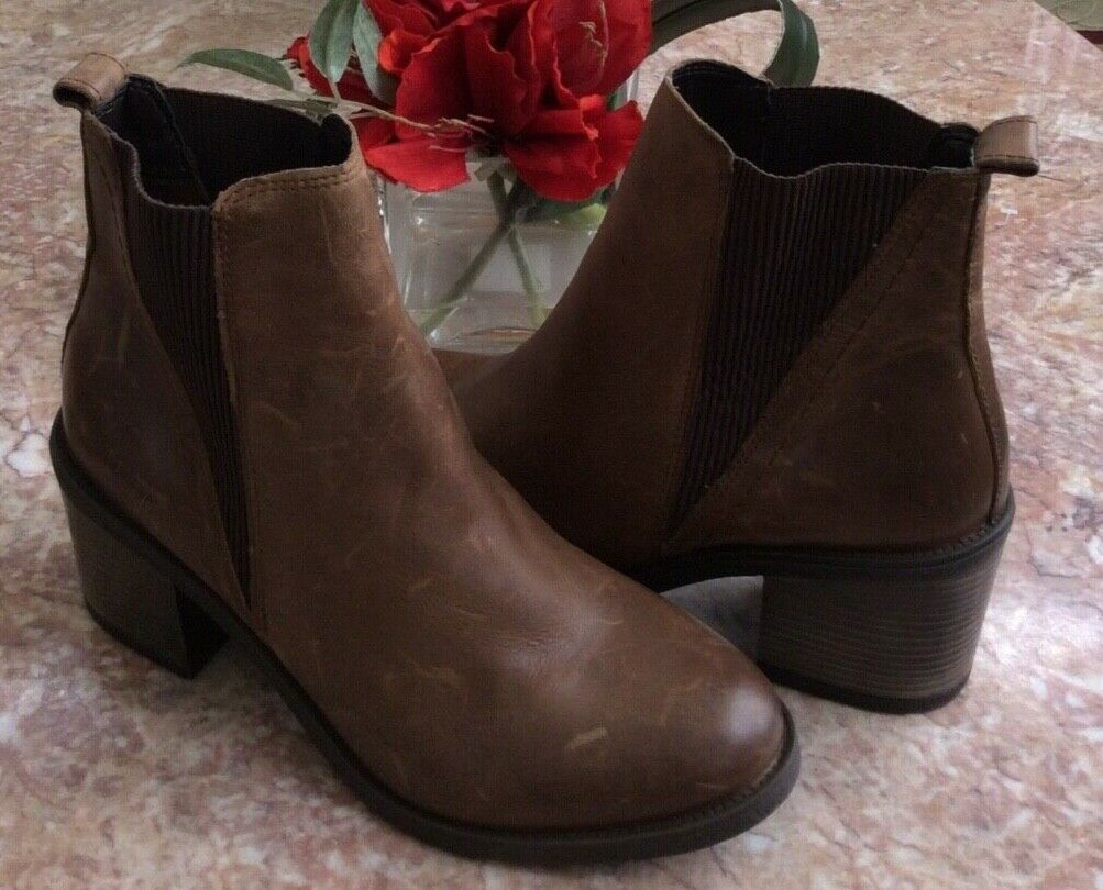 NEW Aldo Women's Brown Leather Booties Size 9.