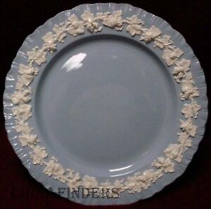 WEDGWOOD-Queensware-CREAM-ON-LAVENDER-Shell-Edge-Dinner-Plate-10-1-8-034