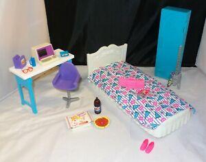 Mattel-1998-Barbie-Univeristy-Dorm-Room-w-Wind-up-Computer-Bed-Locker-Desk