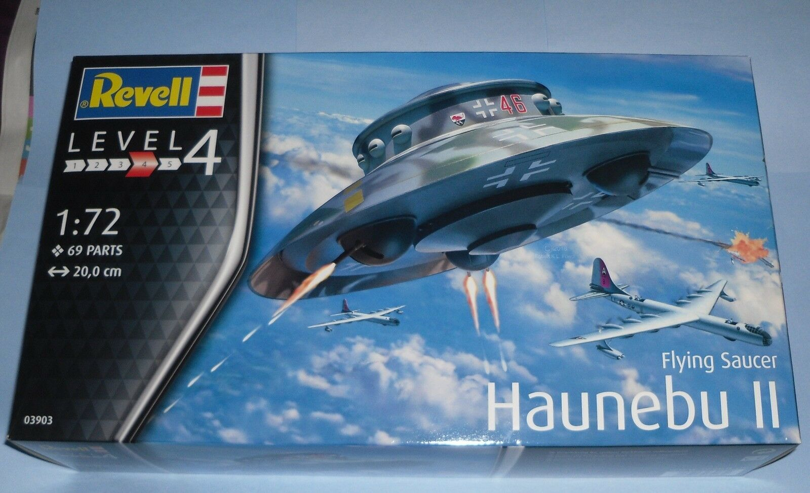 Gift Flying Saucer Haunebu II 1 72 modello Aircraft Kit 039033 by Revel